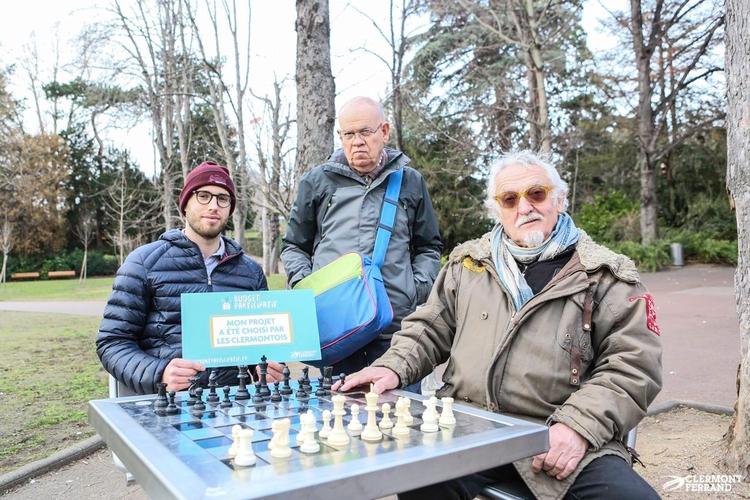 photo tables d'échecs.jpg